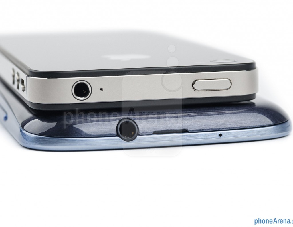 Samsung Galaxy S III против iPhone 4s, сравнение толщины корпуса