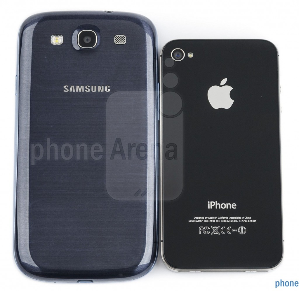 Samsung Galaxy S III против iPhone 4s, задние крышки