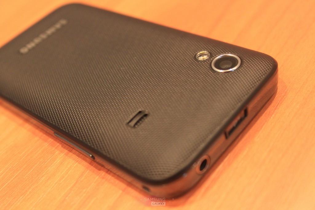 Фотографии телефона Samsung Galaxy Ace GT-S5830 - задняя крышка