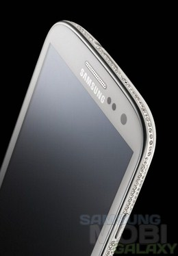 Samsung Galaxy S III украсили камушками от Swarovski