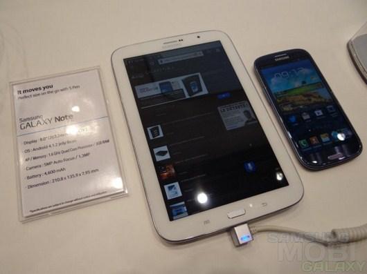 Презентация Galaxy Note 8.0 на выставке Mobile World Congress