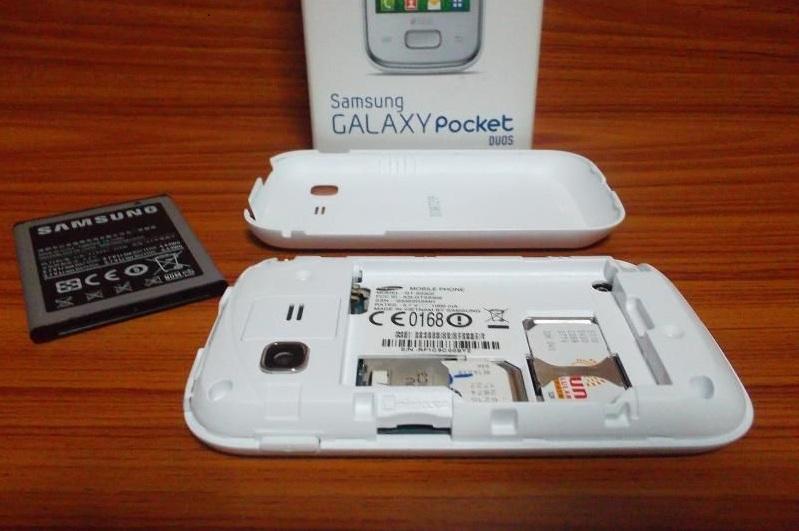 Samsung GALAXY Pocket DUOS GT-S5302 с открытой задней панелью. 2 сим-карты