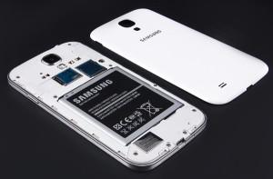 Samsung Galaxy S4 с открытой крышкой