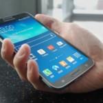 смартфон samsung galaxy на ладони
