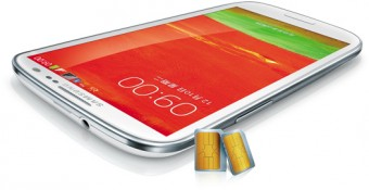 белый смартфон с оранжевым экраном и 2 симками