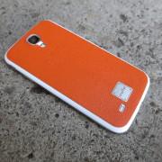 Телефон св оранжевом чехле