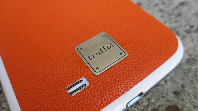 оранжевый кожаный чехол