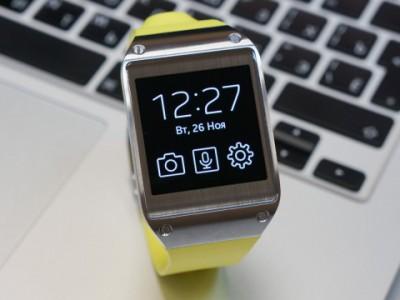 Умные часы с желтым ремешком