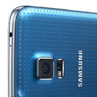 камера на синем телефоне