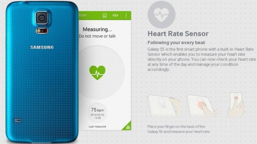 синий телефон и приложение подсчета пульса