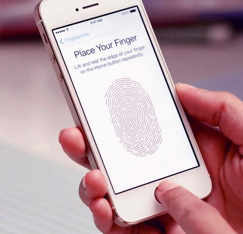 телефон с отпечатком пальца на экране