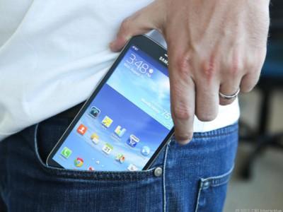 Телефон из кармана джинс