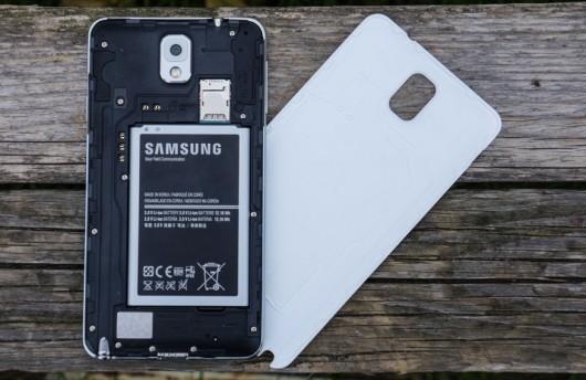 Samsung Galaxy Note III со снятой задней крышкой