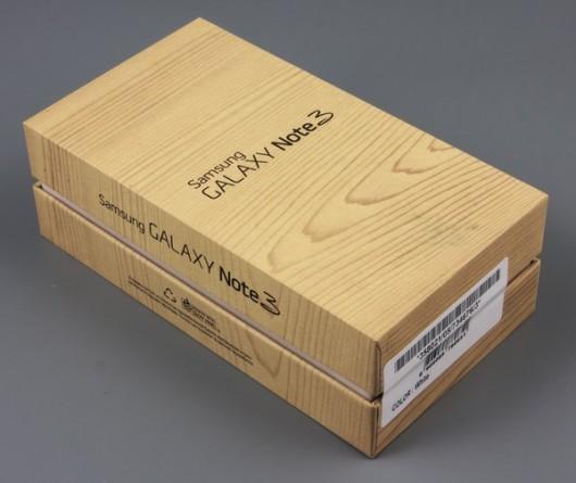 Коробка смартфона Samsung Galaxy Note III