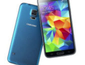 два телефона Samsung Galaxy S5 в синем и черном корпусе