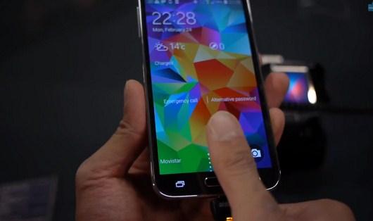 Видео, на котором показана работа сканера отпечатка пальцев Galaxy S5