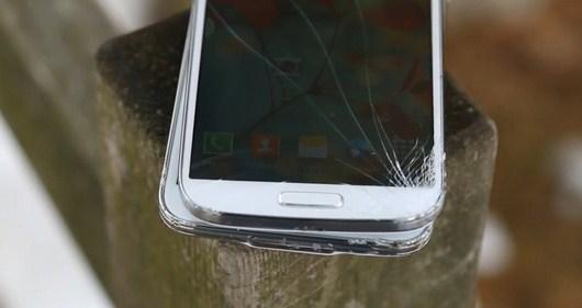 Samsung Galaxy S5 против Galaxy S4 в дроп-тесте