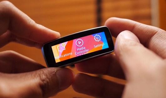 Видеообзор Samsung Gear Fit - умный браслет
