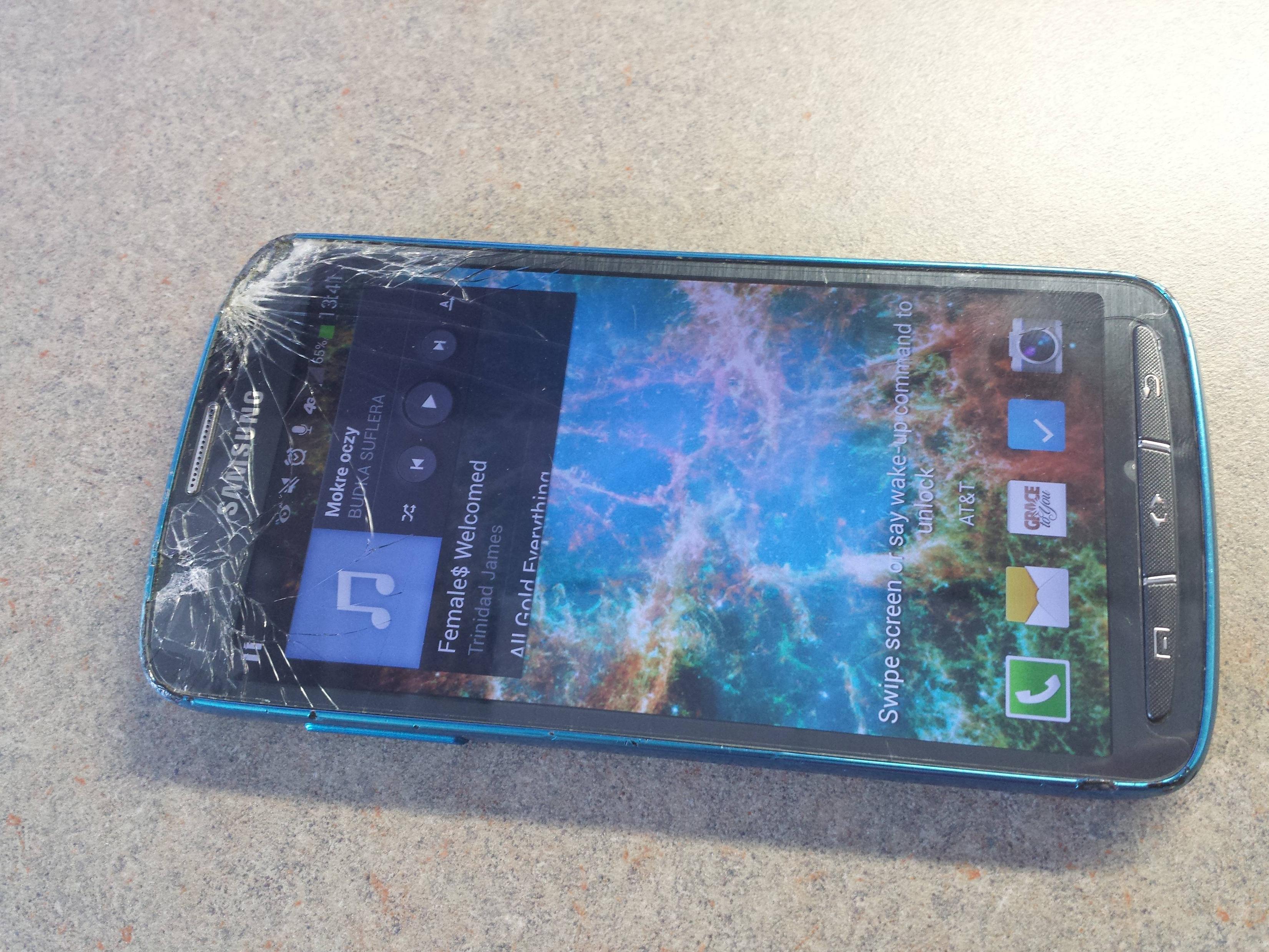 Разбитый Galaxy S4 Active