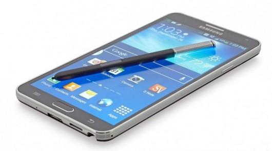 Samsung Galaxy Note 4 со стилусом на дисплее