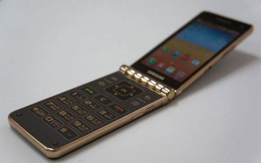 Мощный раскладной смартфон от Samsung - уникальная раскладушка
