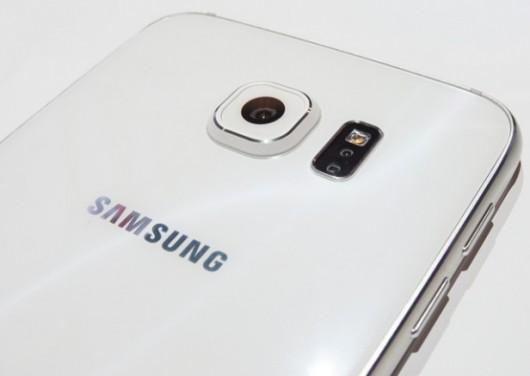 Логотип Samsung на смартфонах в Японии