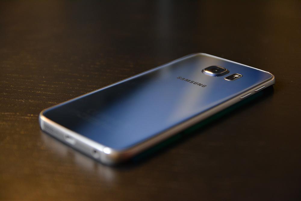 Смартфон Samsung Galaxy S6 edge и свежее обновление Android