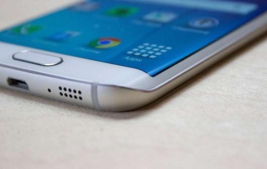 Флагманы Samsung со 128 ГБ встроенной памяти не покупают