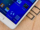 Смартфон Самсунг Галакси А5 с открытыми слотами для сим карты и карты памяти