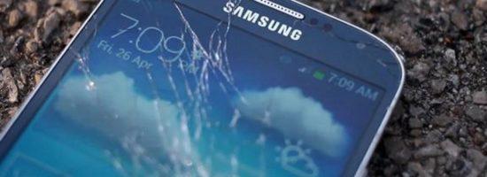 Фотография смартфона Самсунг с разбитым стеклом
