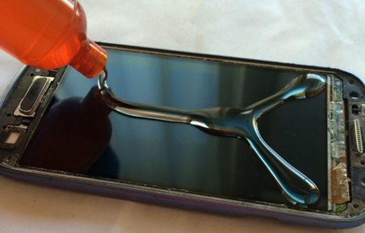 Клей на экране смартфона Самсунг