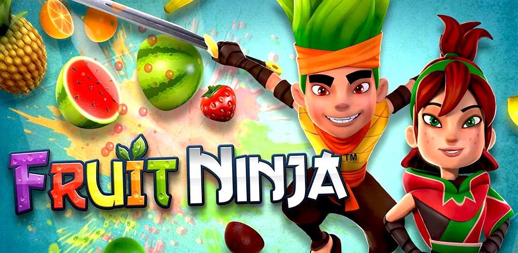 Нарисованный парень с зелеными волосами разрубывает фрукты катаной