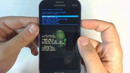 Фотография смартфона с включенным инженерным меню